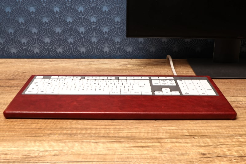 computer-keyboard-office-setup-red-leather